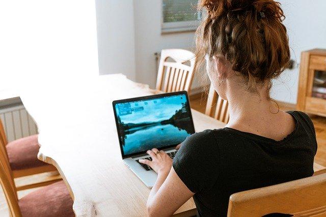 Podés gestionar tu colegio desde casa usando un software en la nube