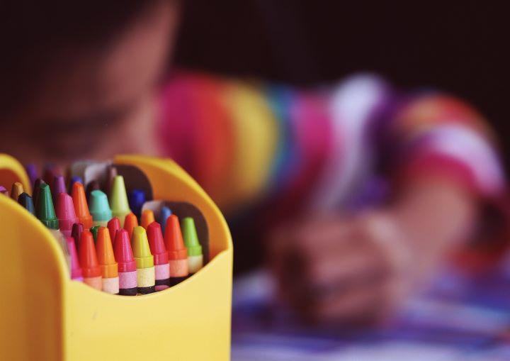 La administración escolar se organiza entre las familias, la organización y los recursos humanos.