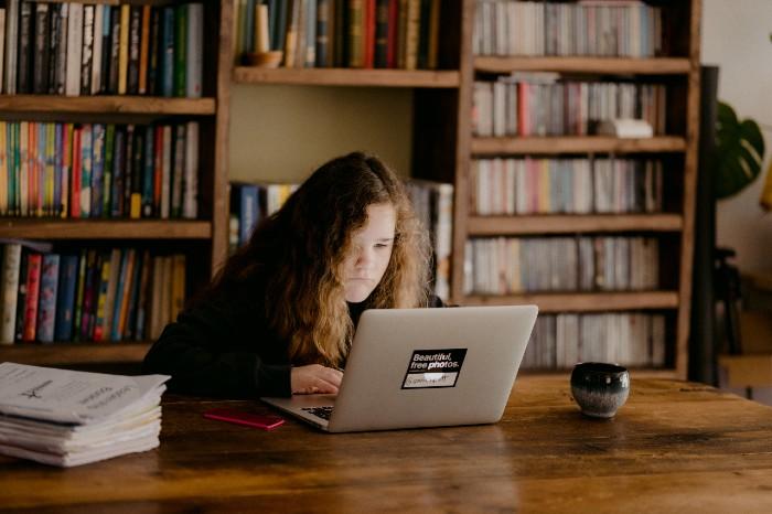 Grooming: Qué es y Cuál es el Rol de la Escuela y los Educadores en Tiempos de Educación Virtual