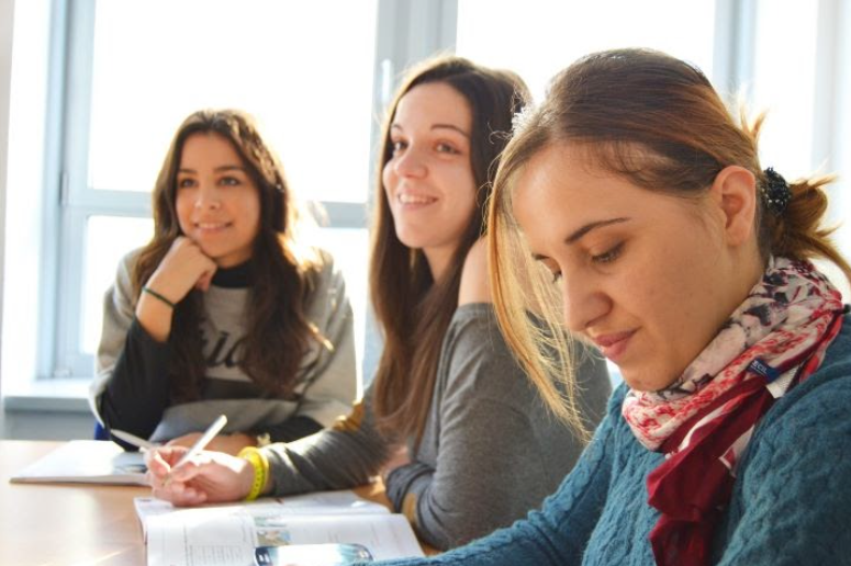 El modelo de aprendizaje basado en problemas es una de las estrategias claves de la educación tecnológica